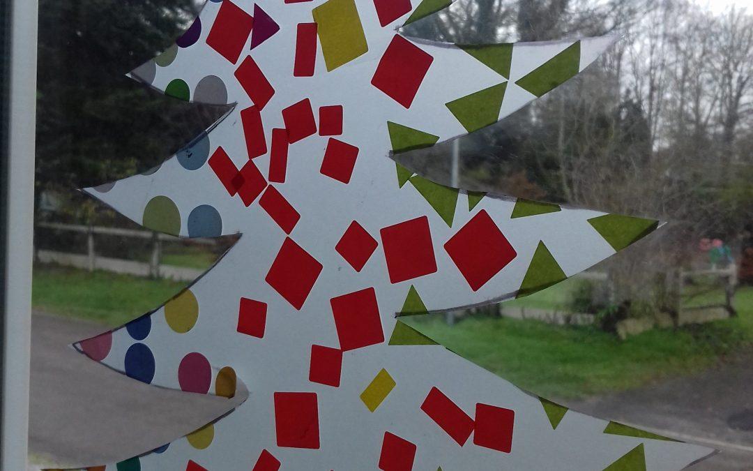 Décoration de fenêtre sapin de Noël, botte de Noël, papier calque