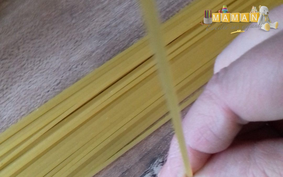 jeu de motricité fine : spaghettis et macaronis