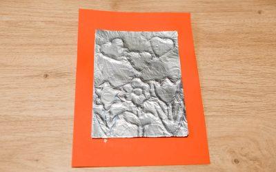 Carte  en relief à partir de  papier aluminium, effet vieilli, fête des mamans