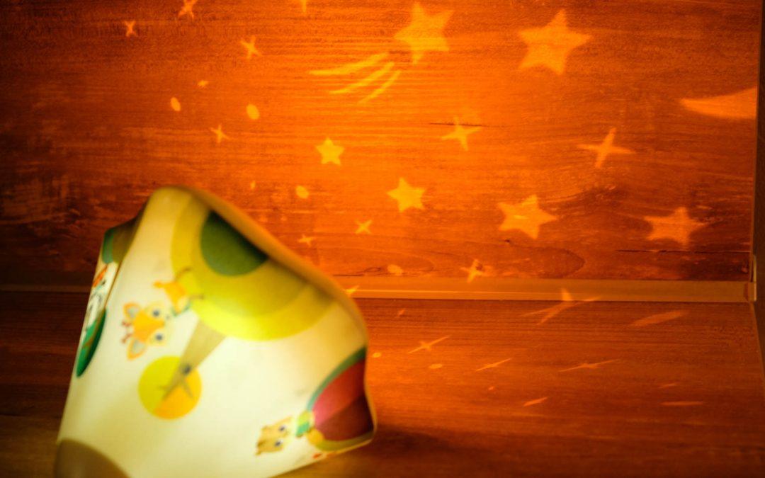 De la douceur  avec la veilleuse projecteur Tiny Love de chez Berceau magique