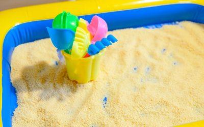 Le bac sensoriel de semoule et ses intérêts pour l'enfant avec du super matériel pas cher