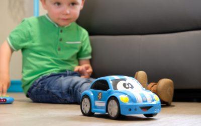 Ma première voiture télécommandé  : La Coccinelle de BBurago Junior, un jouet ludique et intuitif , à partir de 18 mois